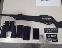 Operação prende três homens e apreende armas, aves e drogas