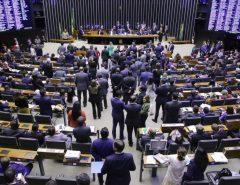 Deputados votam destaques que suprimem pontos da reforma da Previdência