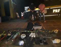 Macaíba: PRF prende suspeitos com carro roubado, armas e bananas de dinamite na Grande Natal