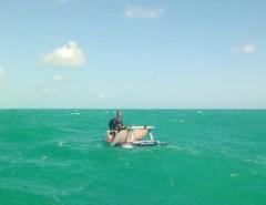 Pescador é resgatado após ficar mais de 24h com barco à deriva em Maxaranguape