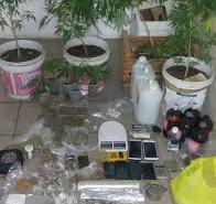 PM fecha laboratório de drogas e prende 4 pessoas em Ponta Negra