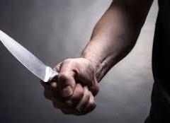 Homem é preso após ameaçar vizinhos com uma faca.