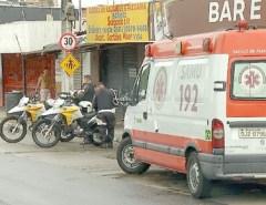 Mulher sofre fratura exposta ao ser atropelada por motociclista bêbado em Natal