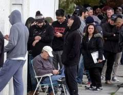 PRECAUÇÃO OU PARANOIA: Americanos fazem fila para comprar armas durante pandemia do coronavírus