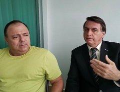 """""""Tá pintando um clima"""", diz Bolsonaro em live com Pazuello após desautorização"""