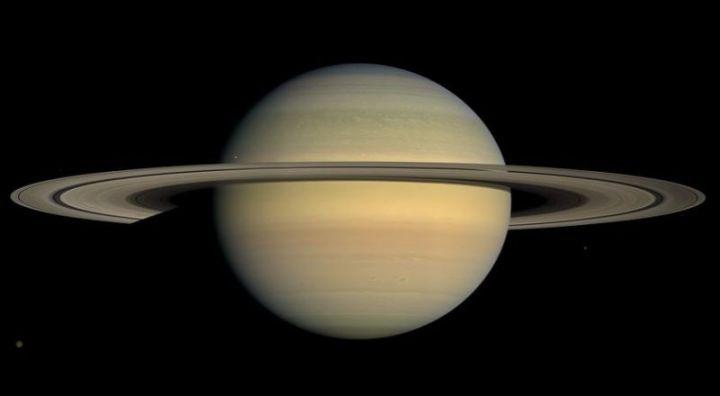 planet saturnus dalam tata surya