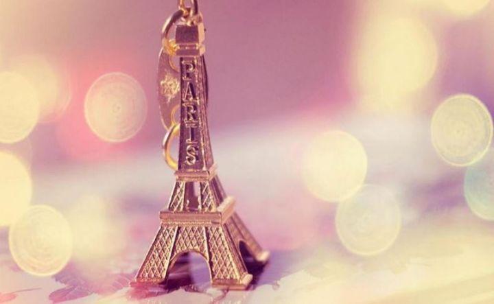 Background Menara Eifel