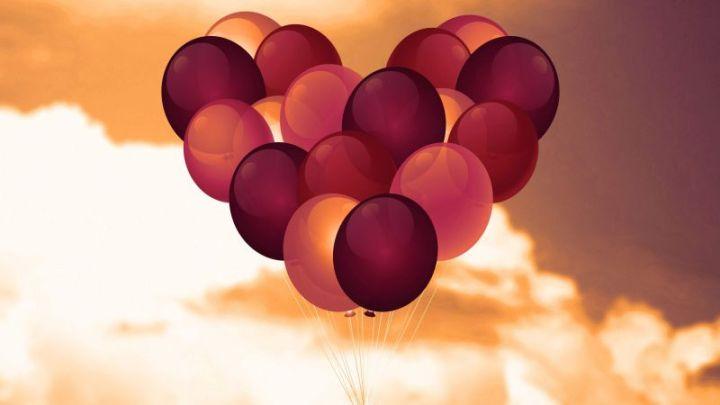 Background Balon Bentuk Love