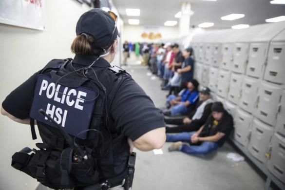 Los niños hispanos dejan de ir a la escuela después de las redadas en Mississippi –