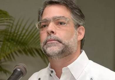 Ernesto Selman presenta renuncia a militancia del PLD