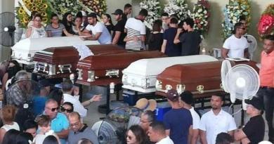Velan restos en su centro de estudios cinco jóvenes murieron en accidente
