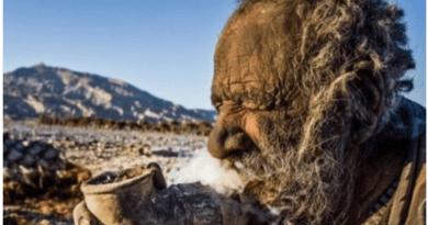 El hombre más sucio ya tiene 60 años sin bañarse