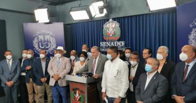 Senadores proponen eliminar exenciones y que ningún funcionario gane más que el presidente de la República