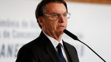 Foto de Bolsonaro revoga artigo de MP que permite suspensão de contratos de trabalho
