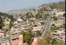 Foto de PM faz operação no Chapadão (CV) após denúncias de que tráfico danificou tubulação de gás. Há relatos de baleados