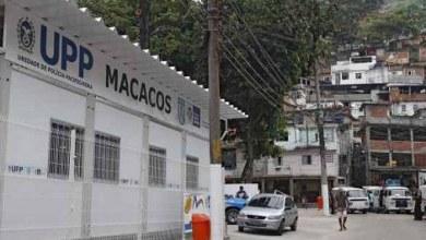 Foto de PM é preso por furtar arma de colega na UPP Macacos