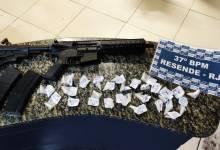 Foto de Um fuzil e drogas foram apreendidas pela PM em Resende