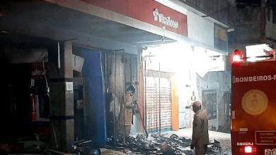 Foto de Criminosos explodem agência bancária em Japeri