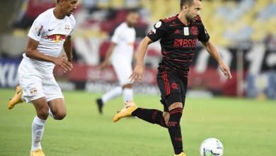 Foto de Everton Ribeiro vira dúvida no Flamengo após deixar campo com dores no joelho