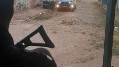Foto de Três baleados em guerra do tráfico em Macaé. Casal foi obrigado a socorrer bandido