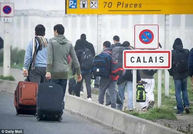 Një në pesë azilkërkues në Britani të deklaruar si minorenë kanë gënjyer për moshën dhe janë detyruar të kthehen në shtëpi.