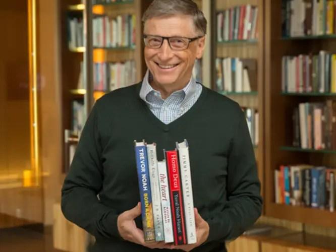 Këto janë 5 librat që Bill Gates rekomandon për tu lexuar këtë verë…