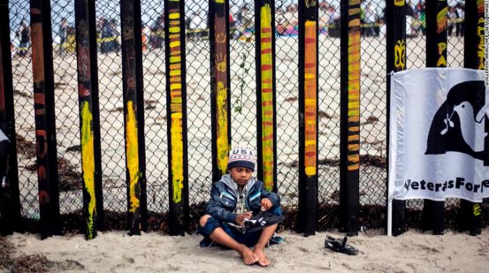 Rreth 2000 fëmijë emigrantë janë ndarë nga familjarët e tyre gjatë 6 javëve të fundit