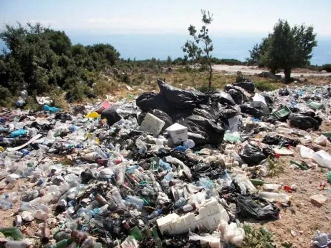 Alarmante: Shqipëria një ndër vendet me ndotjen më të lartë të mbetjeve plastike në Europë  mbi 5 tonë qese për çdo milje katror në bregdet