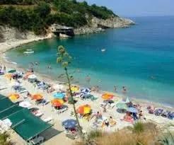 Turizmi, më shumë të huaj:  Në plazhe më pak njerëz, ndjekin guidat turistike