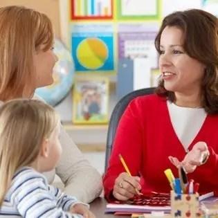 Prindër, kuptoni fëmijën tuaj dhe respektoni punën e mësuesit!