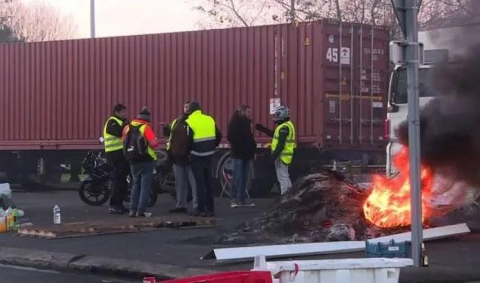 Çmimi i karburantit, radikalizohen protestat në Francë…