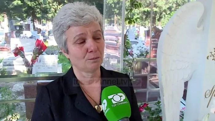 """Elbasan/ Nëna trondit me rrëfimin e saj: """"Më iku djali e askush nuk mban përgjegjësi. Mi kanë marrë zemrën…"""""""