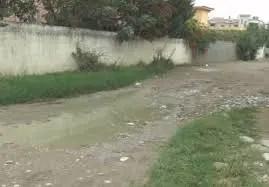 Durrës: Gjendja e rrugëve, banorët e lagjes 7: Ja si jetojmë mes ujit, baltës dhe pluhurit