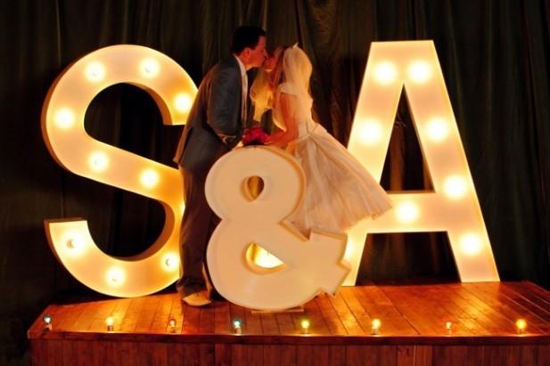 letras-love-iluminadas-decoracion de bodas