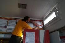 Pose adhésif sur caisson lumineux : 3,00 x 80 cm, pelliculé brillant (protection UV et tâches)