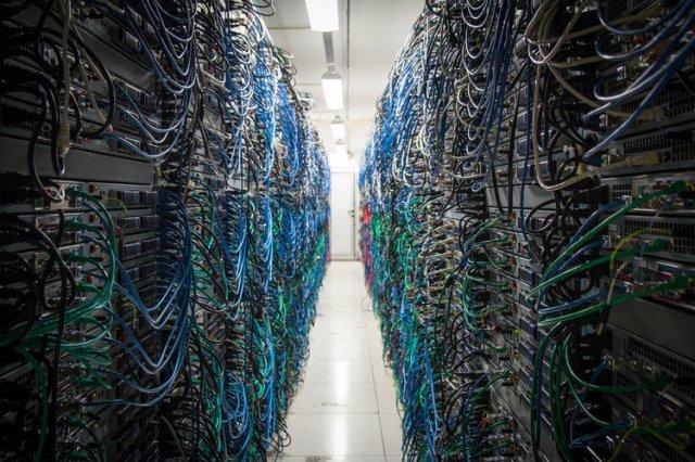 2242218-17-500-serveurs-fonctionnent-en-parallele