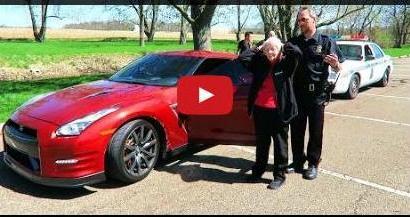 """Info Santai: Reaksi Nenek Ini Apabila Dituduh Menaiki Kereta """"Curi"""""""