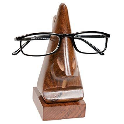 pemegang kacamata untuk ibu yang berkacamata