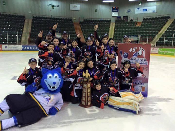 Les Élans champions du tournoi Pee-Wee Neige de Rivière-du-Loup