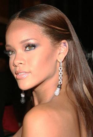 Rihanna: The Last Girl On Earth 1