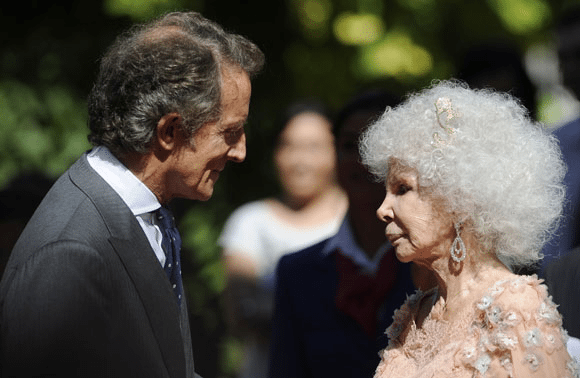 Photo of Spain's Newest Blushing Bride: Duchess of Alba Remarries