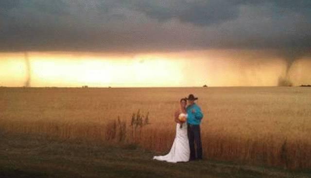Tornado arrives as uninvited guest at Kansas wedding 1