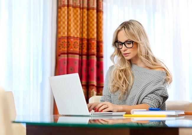 Blogging on the Side to Make Money Online 1