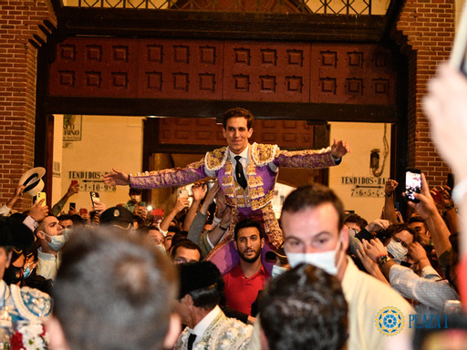 Puerta grande de Ginés Marín en la Corrida de la Hispanidad en Madrid