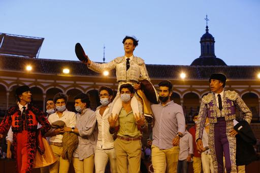 Dos orejas para Joselito Sánchez y una para Ignacio Candelas en la novillada sin caballos de Sevilla