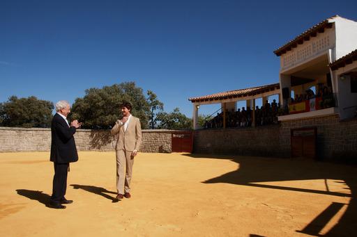 Roca Rey homenajea a Vargas Llosa y proclama con su toreo la libertad por la cultura
