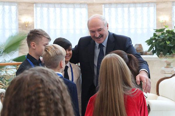 """""""Проиграть нашему товарищу из Армении не страшно"""": Лукашенко"""