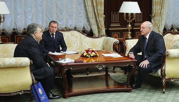 Александр Лукашенко волнуется за власти Армении