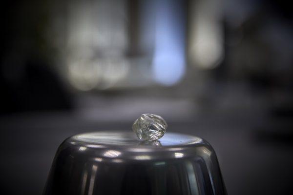 огромный алмаз