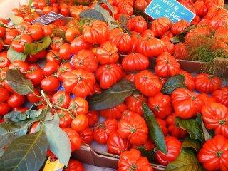 Tomate sur le marché de Nice par Patapof.